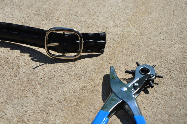 DIY Upcycled Bicycle Tire Belts Step 4