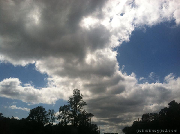 Nature photography Blue sky on both sides of the clouds